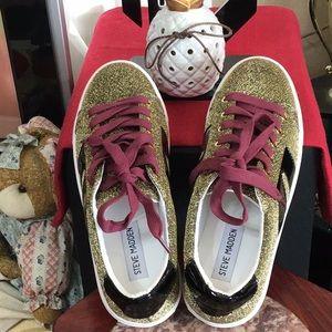 NWOT. Steve Madden Lace Up Shoes